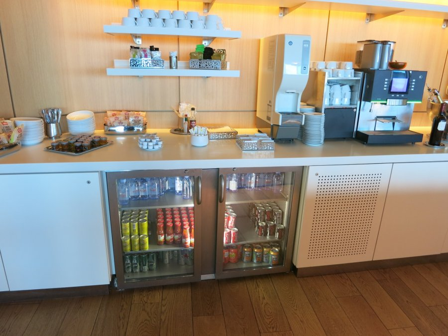 Air France Business lounge CDG 2E (L), kitchen_01.JPG