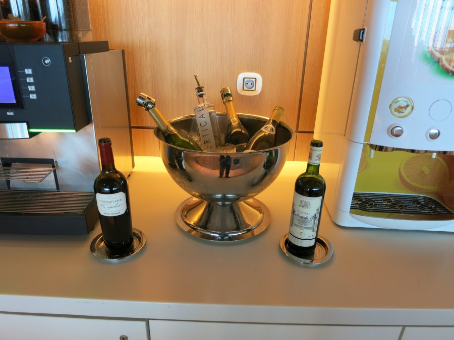 Air France Business lounge CDG 2E (L), kitchen_02.JPG