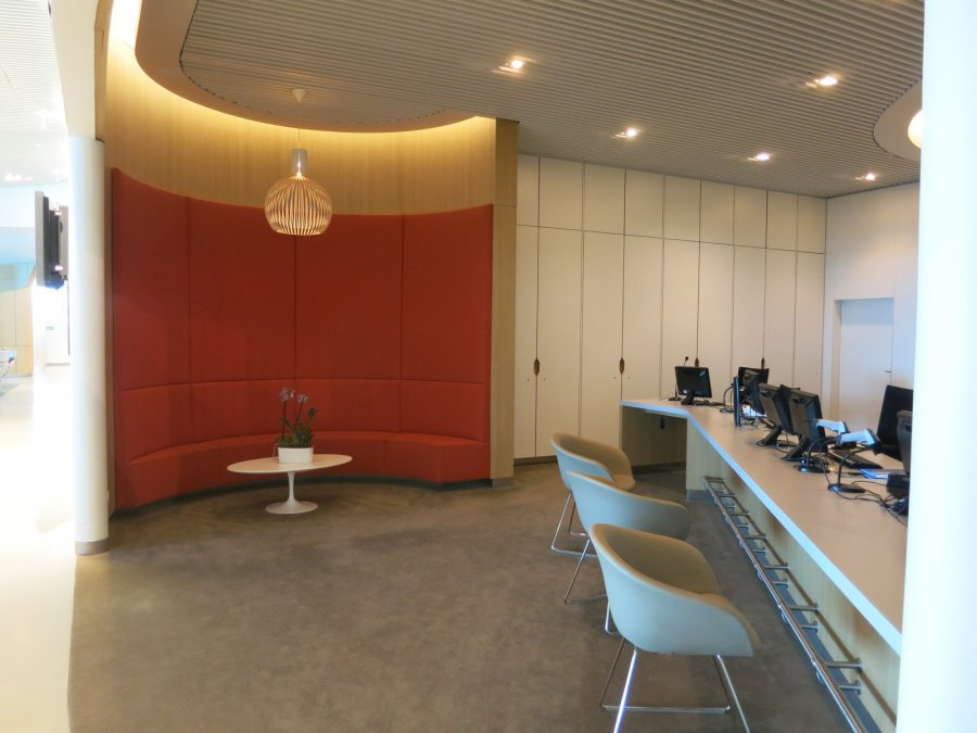Air France Business lounge CDG 2E (L), service centre_01.JPG