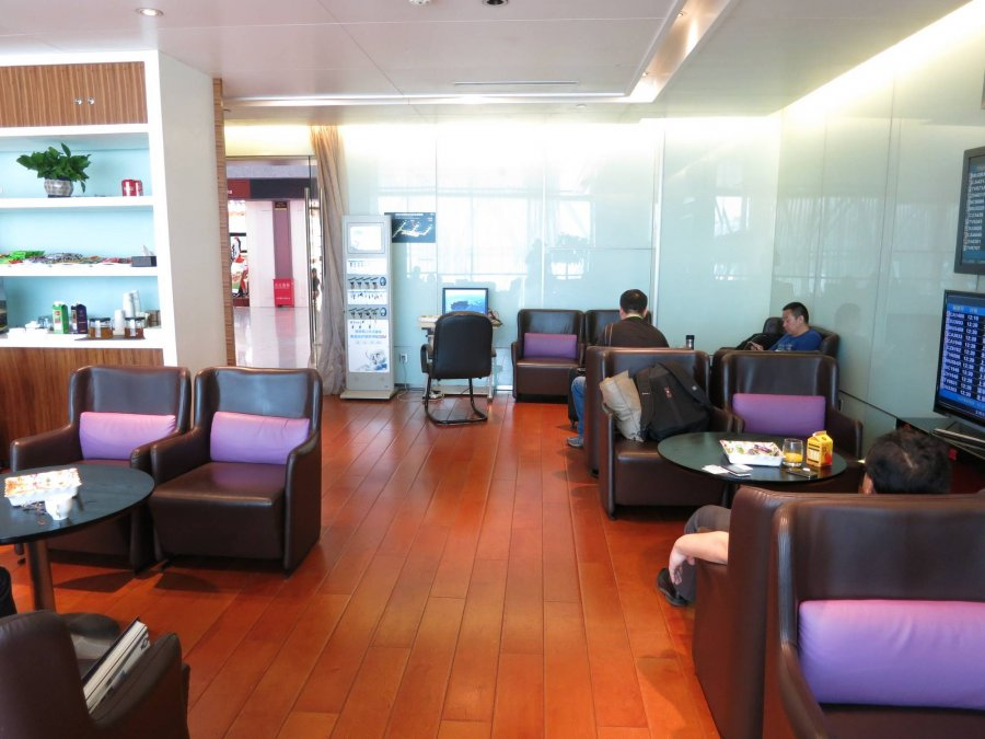 Chengdu Airport inrikes First class lounge CTU vid gate 144, 02.JPG