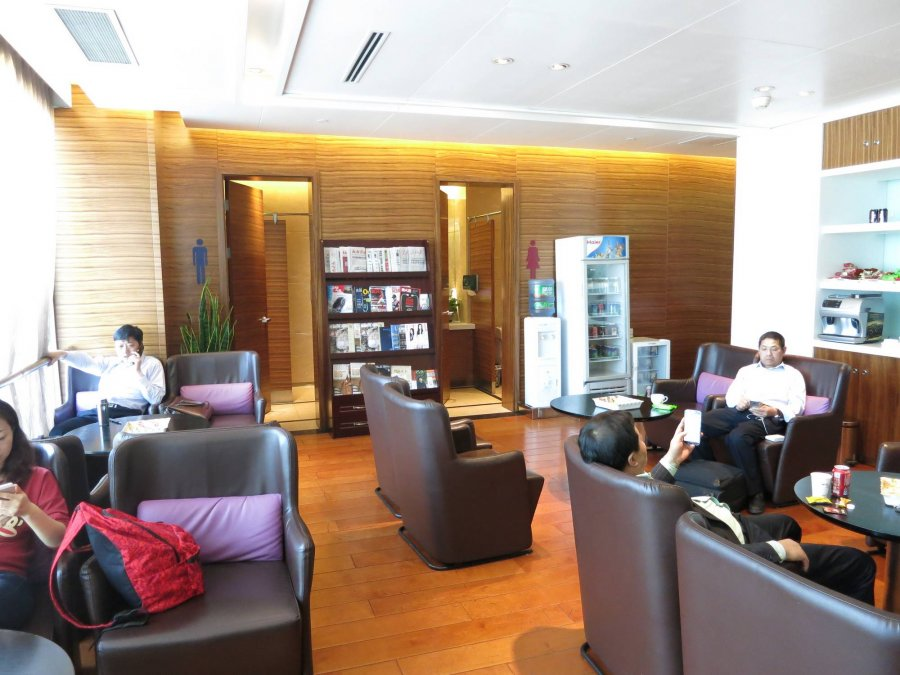 Chengdu Airport inrikes First class lounge CTU vid gate 144, 03.JPG