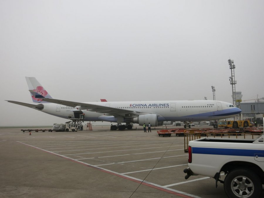 China Airlines A330, SHA.JPG