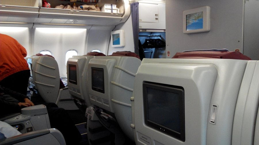 China Airlines Business class A330 HKG-TPE, 05.jpg