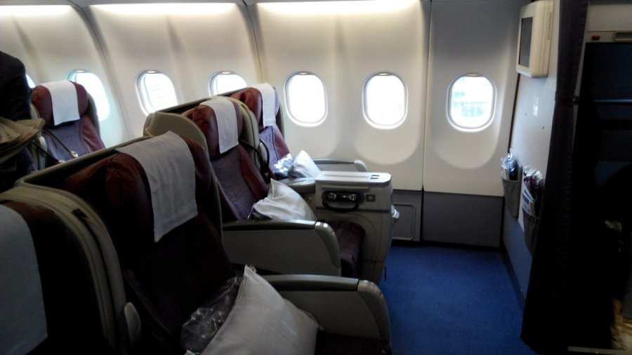 China Airlines Business class A330 HKG-TPE, 06.jpg
