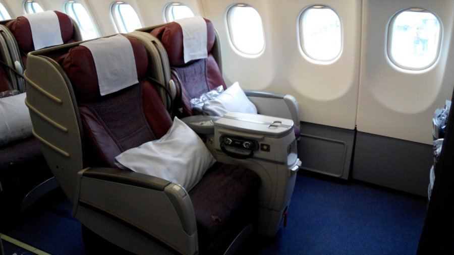 China Airlines Business class A330 HKG-TPE, 07.jpg