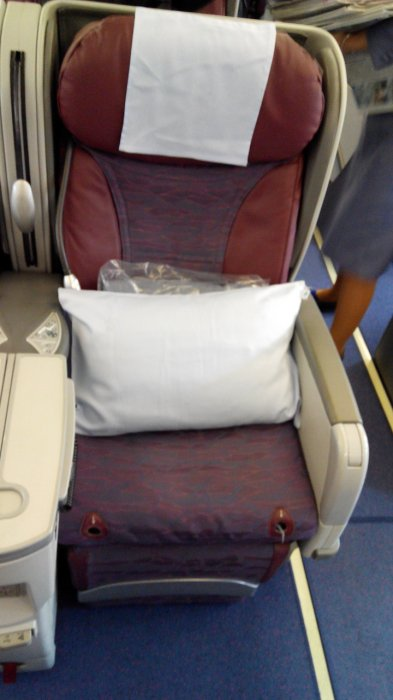 China Airlines Business class A330 HKG-TPE, 08.jpg