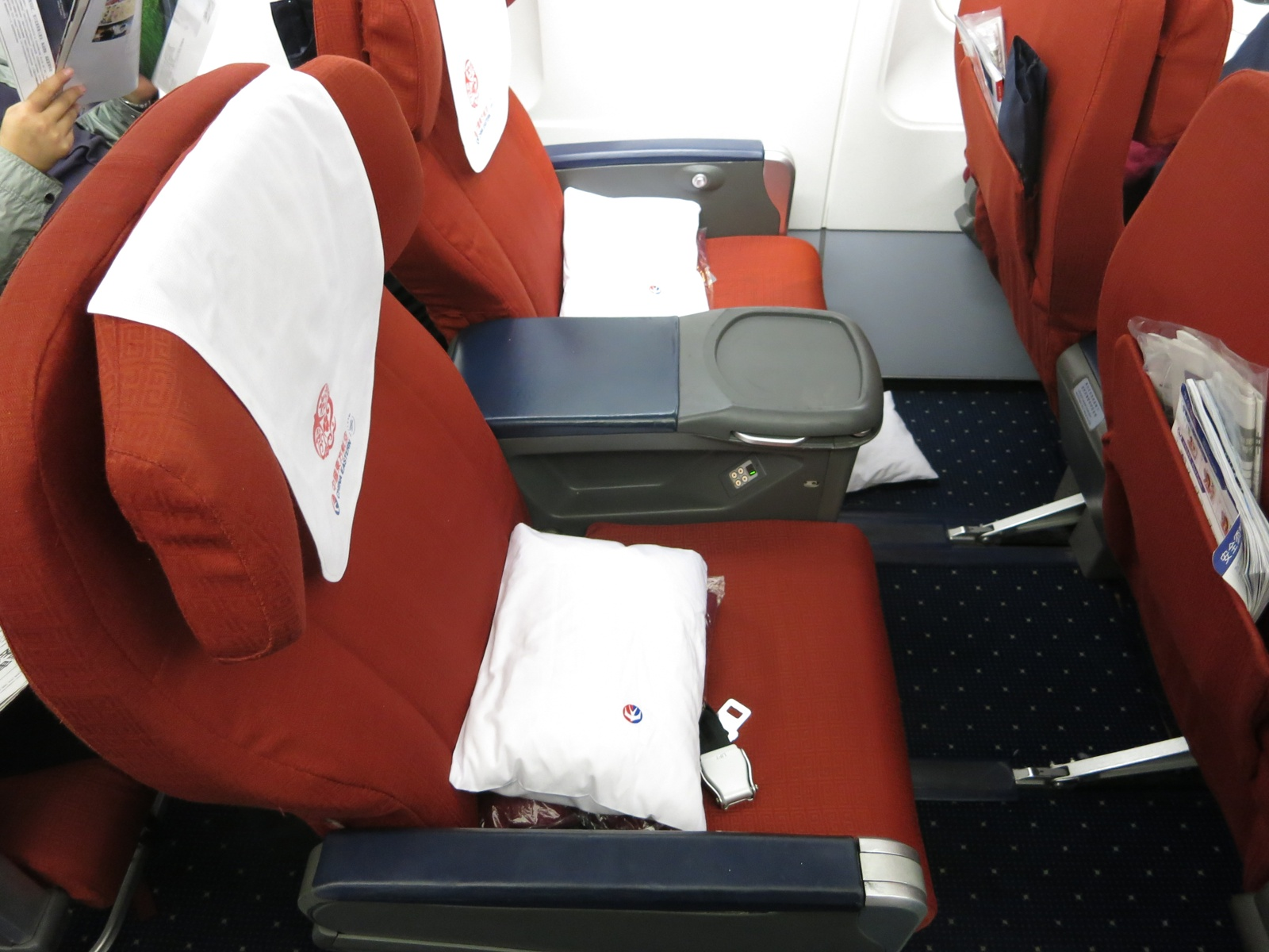 China Eastern First class PEK-DLC, 08.JPG