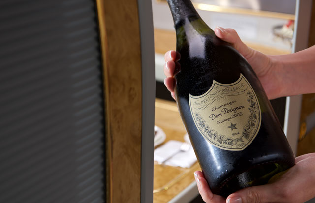 Emirates_domperignon_2005.jpg