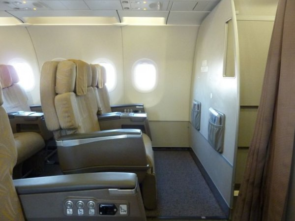 Asiana Airlines Business class, ICN-TAO_01.jpg