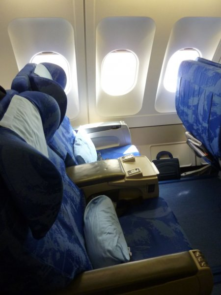 Dragonair Business class, PEK-HKG_16.JPG