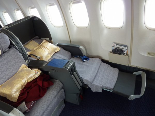 Air China SHA-PEK B747 Business class_27.jpg