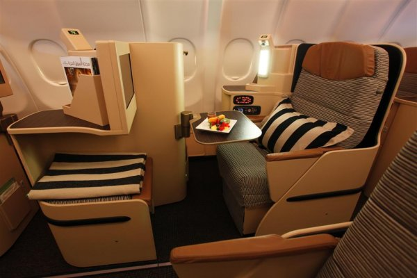 Etihad Airways Pearl Business class.jpg