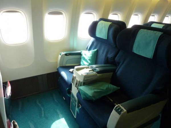 Cathay Pacific Business class, HKG-SIN_01.jpg