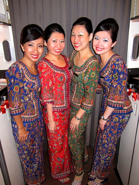 450px-Singapore_Airlines_Hostesses.jpg