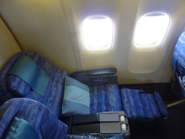 Singapore Airlines Old Regional Business class 02.jpg