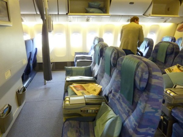 Singapore Airlines Old Regional Business class 03.jpg