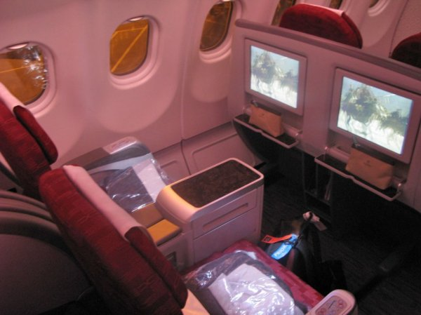 Qatar Airways Business class 3.jpg