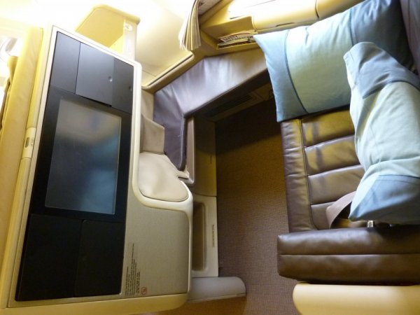 Singapore Airlines Business class 77W 02.jpg