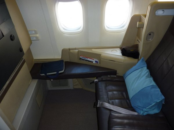 Singapore Airlines Business class 77W 01.jpg
