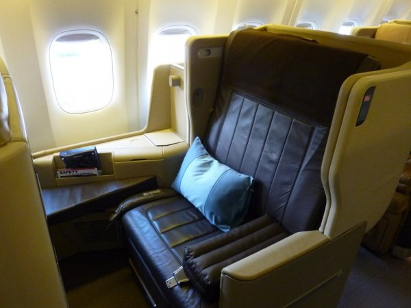 Singapore Airlines Business class B777-300ER_02.jpg