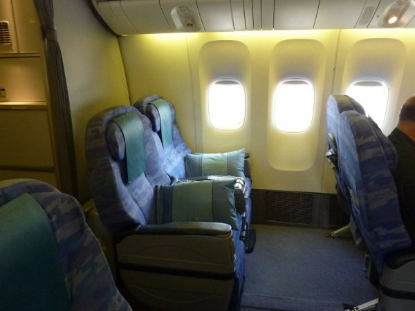 Singapore Airlines Old Regional Business class 01.jpg