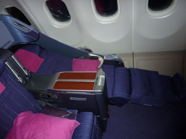 THAI Business class Airbus A340_03.jpg