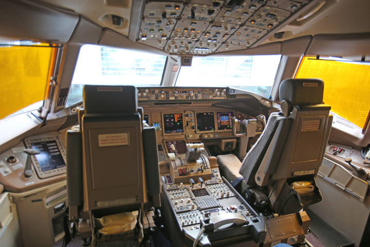 Singapore Airlines 777-200ER Flight Deck