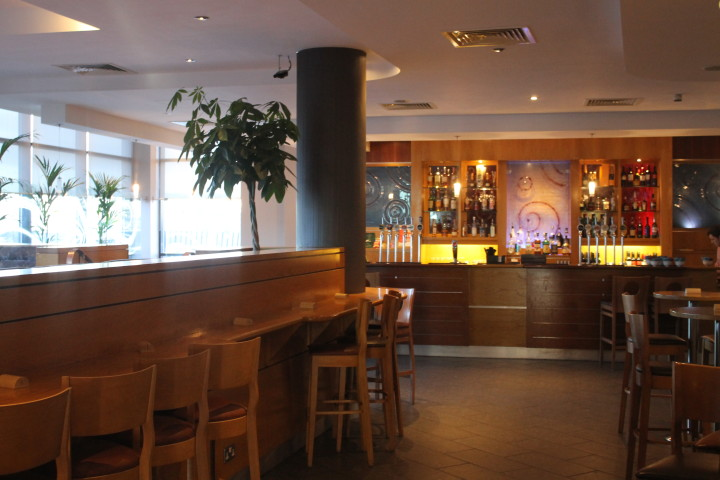 Jurys Inn Heathrow: Puben