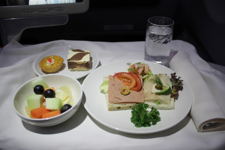Royal Jordanian snack i business class Hong Kong-Bangkok