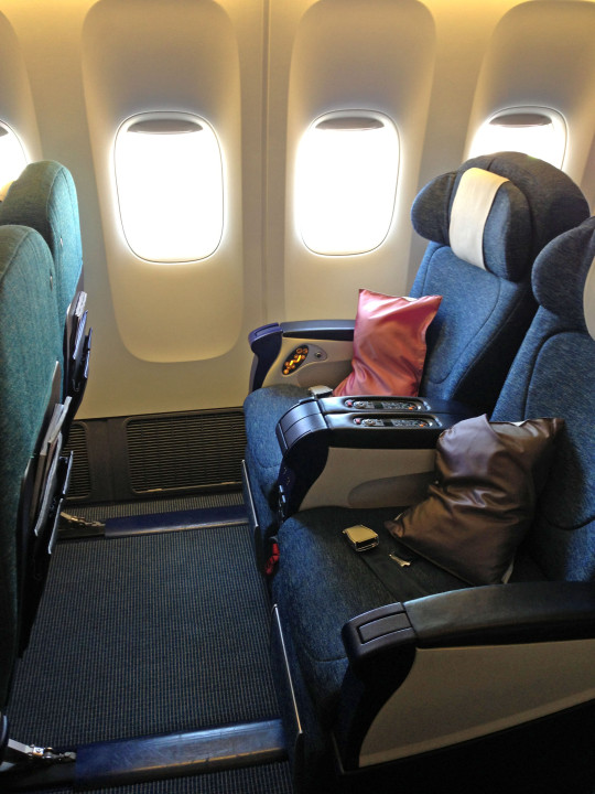Cathay Pacific Airbus A330 regional Business Class stol