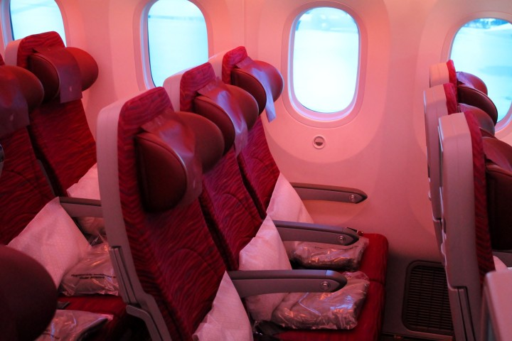 Qatar Airways Economy Class seat Boeing 787 Dreamliner