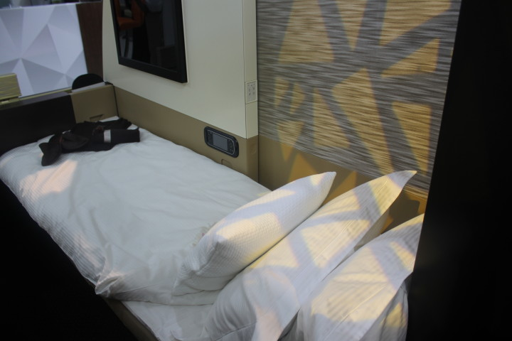 Etihad First Apartment bed