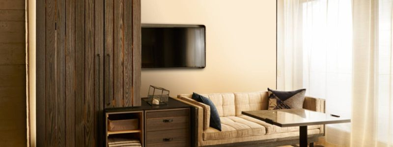 1_hotel_brooklyn_bridge_couch__x_large-800x300