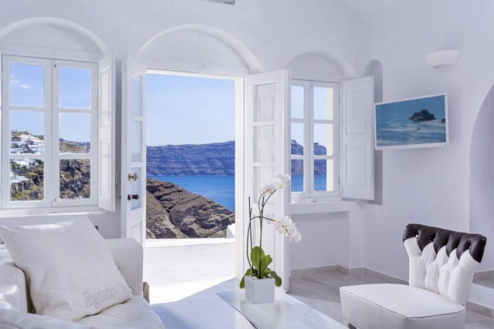 Canaves-Oia-Villa-bedroom