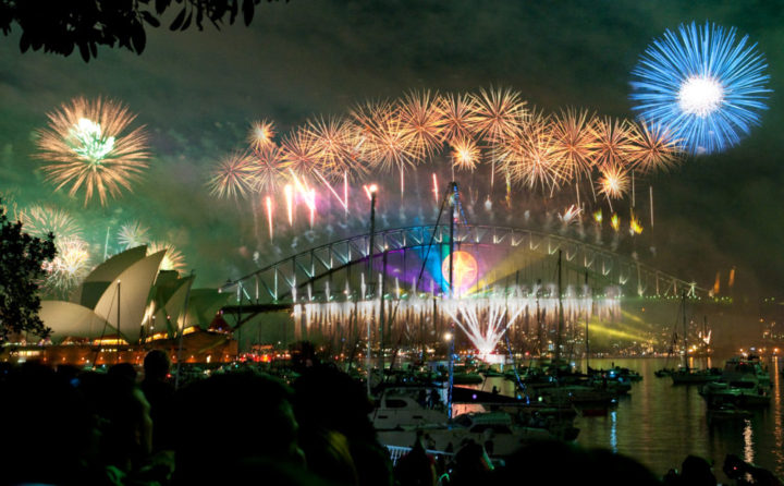 Sydney_habour_bridge__opera_house_fireworks_new_year_eve