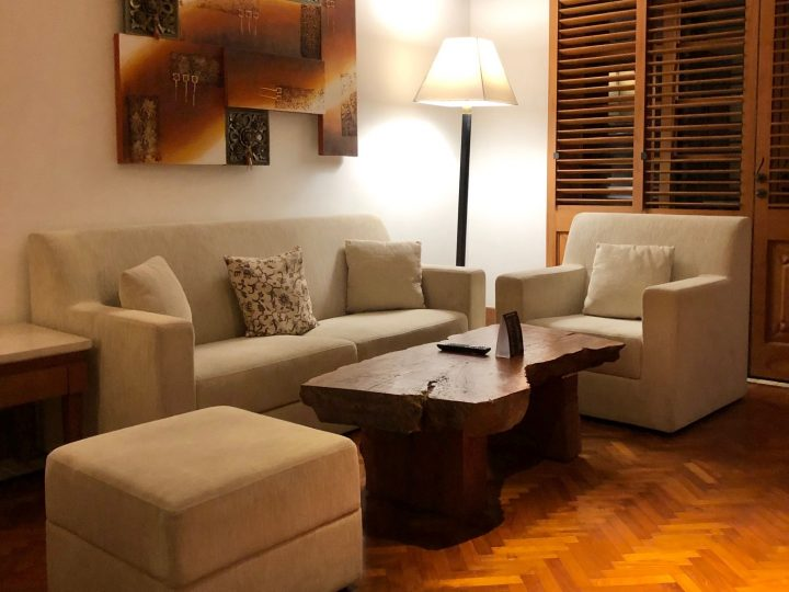 Palace-Club-Suite-Living-Room