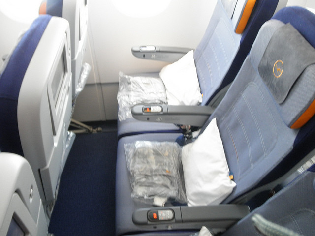 recension lufthansa economy class airbus a380 frankfurt main miami. Black Bedroom Furniture Sets. Home Design Ideas
