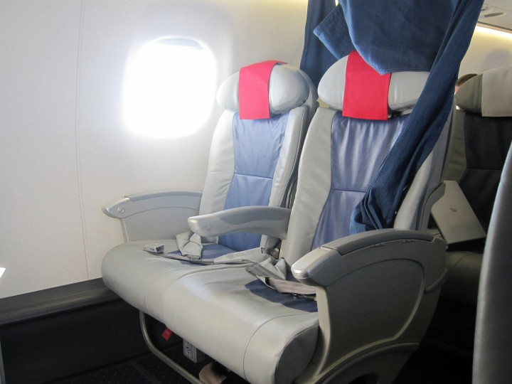 LOT Business Class seat Embraer 170